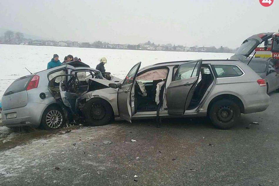 Vážna dopravná nehoda pri Klobušiciach: Zrážku neprežili dve osoby
