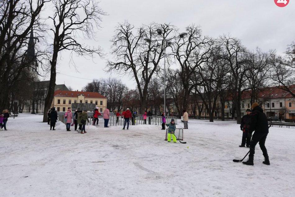 OBRAZOM: V centre nášho mesta sprístupnili lákadlo pre milovníkov korčuľovania