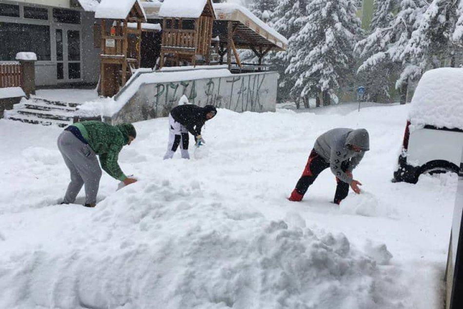 V OBRAZOCH: Na bystrickej Fončorde vyrástol mega snehuliak