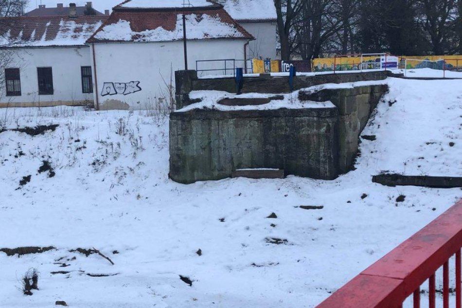 V Michalovciach odstránili starý most smerom na Stráňany: Nahradí ho nový