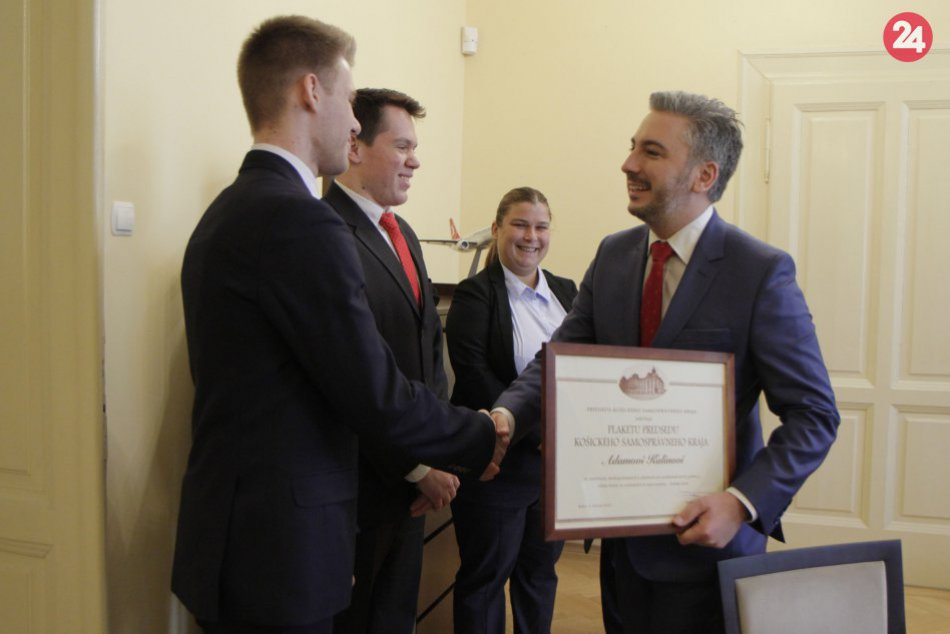 Obrazom: Predseda KSK ocenil gymnazistov z Rožňavy