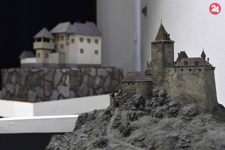 Výstava Oživovanie hradov v Považskej Bystrici: Takto to vyzerá v našom múzeu