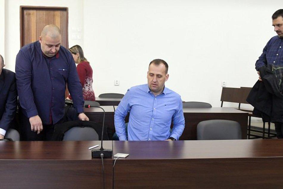 Súdne pojednávanie s obvinenými bratmi P.