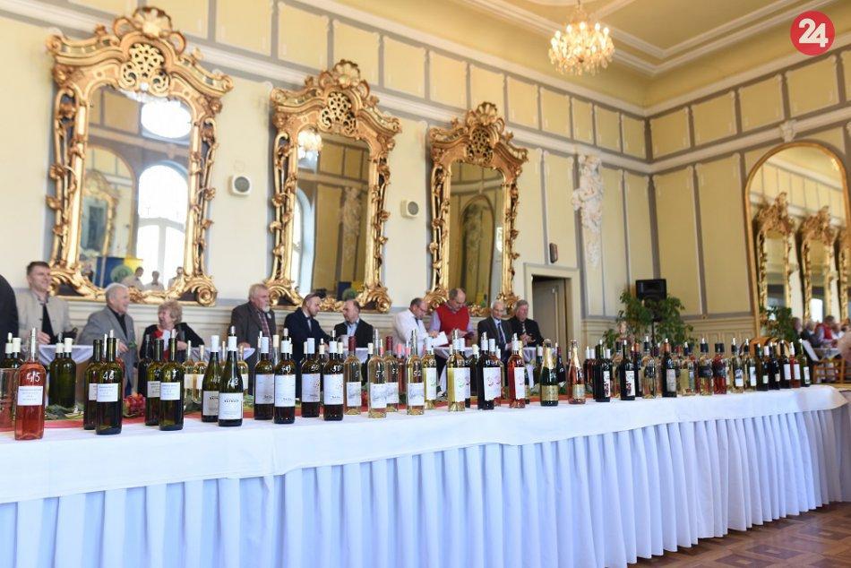 OBRAZOM: V Trnave požehnali mladé vína