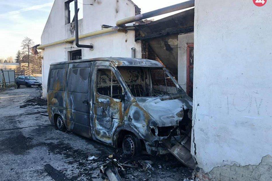 FOTO: Po požiari výrobnej haly v Bánovciach nad Bebravou