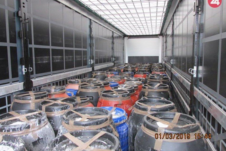 Colníci z Colného úradu v Trnave odhalili pri kontrole tovaru troch Afgáncov