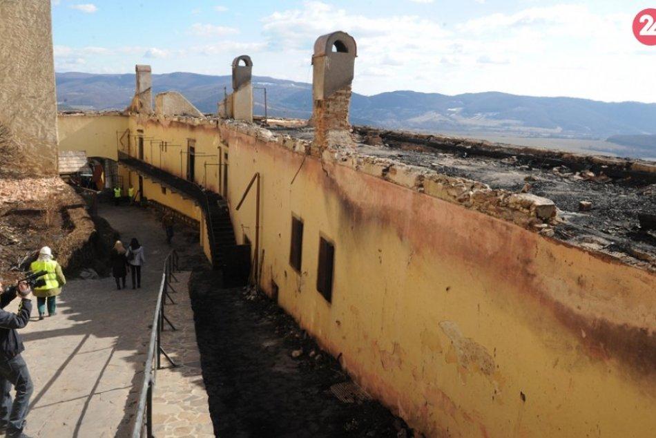 Obrazom: Takto zničil požiar pred siedmimi rokmi hrad Krásna Hôrka