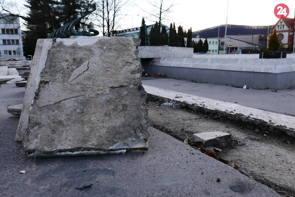 Obrazom: Obnova okolia fontány v Rožňave