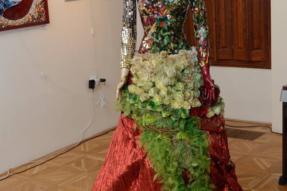 Výstava Črepiny svetla a Skvostné znamenia