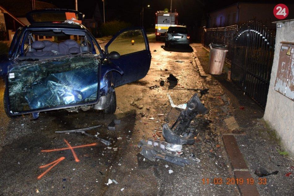 Zábery z nehody vobci Zemianske Kostoľany: Dcéra vodiča ťažko zranená