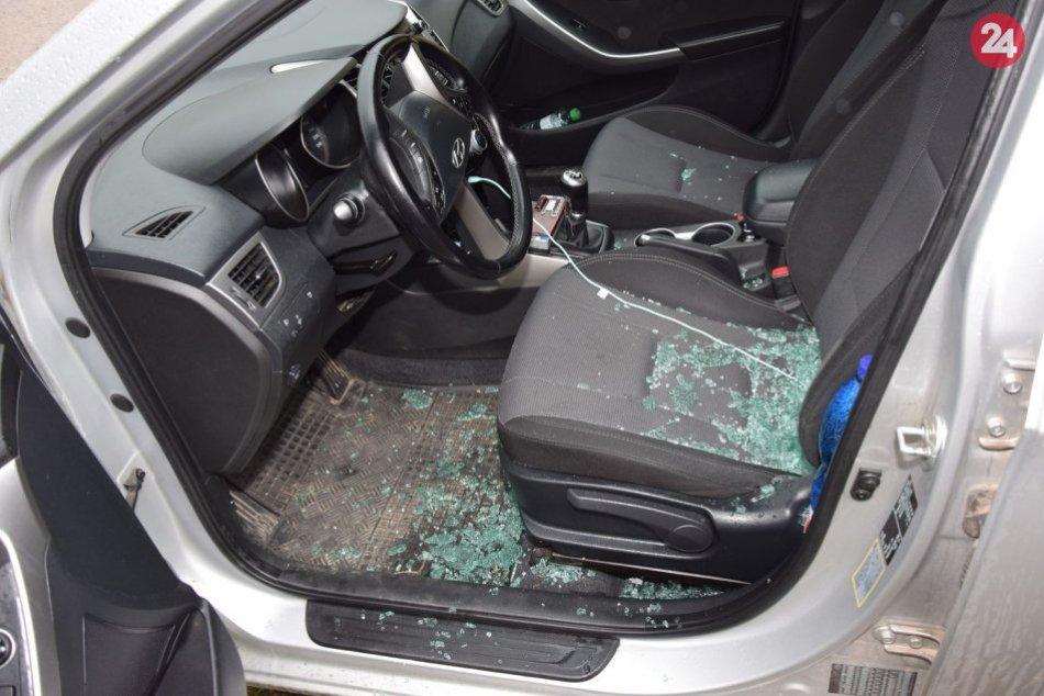 Pri Topoľčanoch vyčíňal zlodej: Z auta odcudzil peňaženku s hotovosťou, FOTO