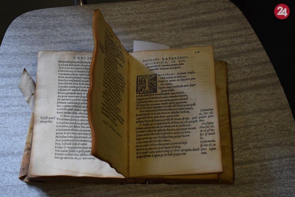 FOTO: Najstaršou tlačou knižnice Trenčianskeho múzea je preklad Homérovej Odysey