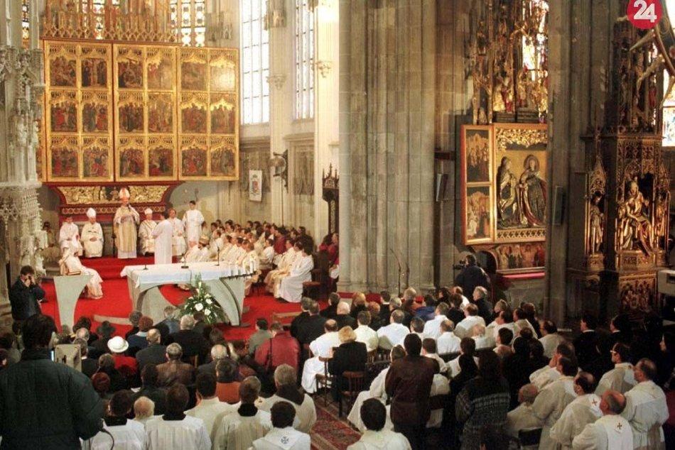 Kardinál Tomko na archívnych snímkach: Opäť zavíta do rodného Udavského