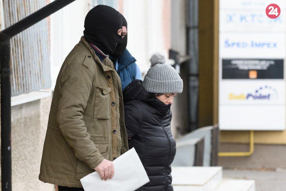 Alena Zsuzsová v Nitre vypovedala na NAKA: Akúkoľvek vinu popiera