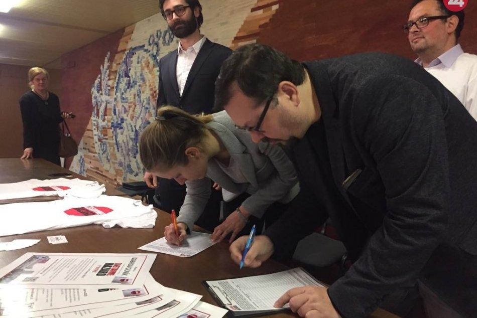 V Nitre spustili petíciu proti hazardu: Medzi prvými ju podpísal aj primátor, FO