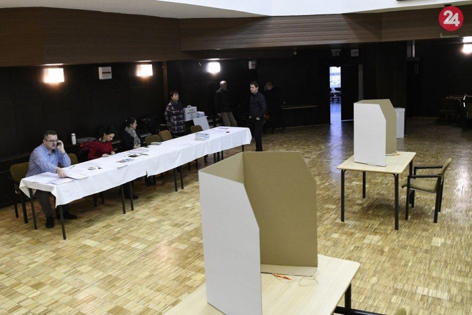 Volebné miestnosti sú otvorené: Slováci hlasujú za nového prezidenta, FOTO