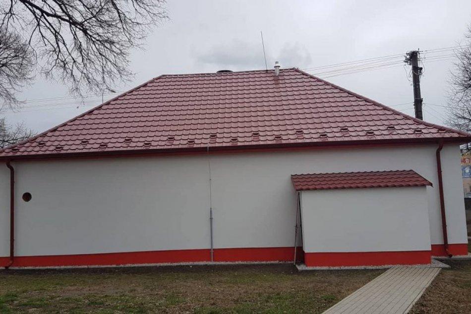 Hasičskú zbrojnicu vo Veči opravujú: Mesto na ňu získalo dotáciu 26 000 eur