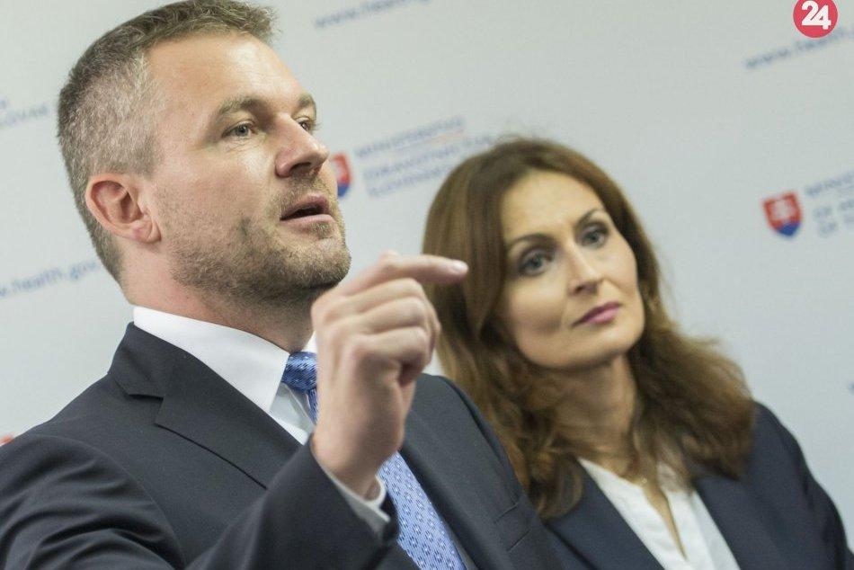 Premiér SR Peter Pellegrini a vpravo ministerka zdravotníctva SR Andrea Kalavská