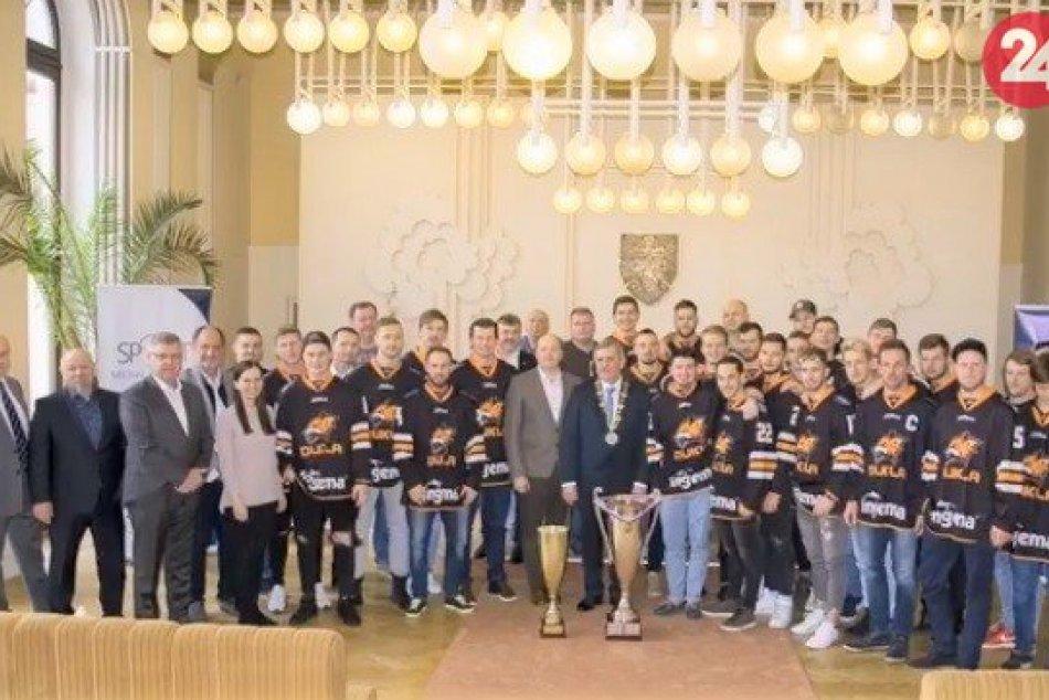 Fotonávrat: Michalovských hokejistov prijal primátor a fanúšikovia