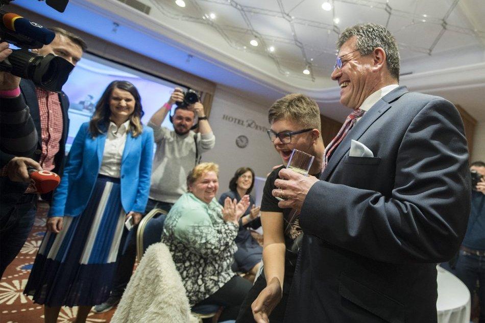 Maroš Šefčovič počas volebnej noci