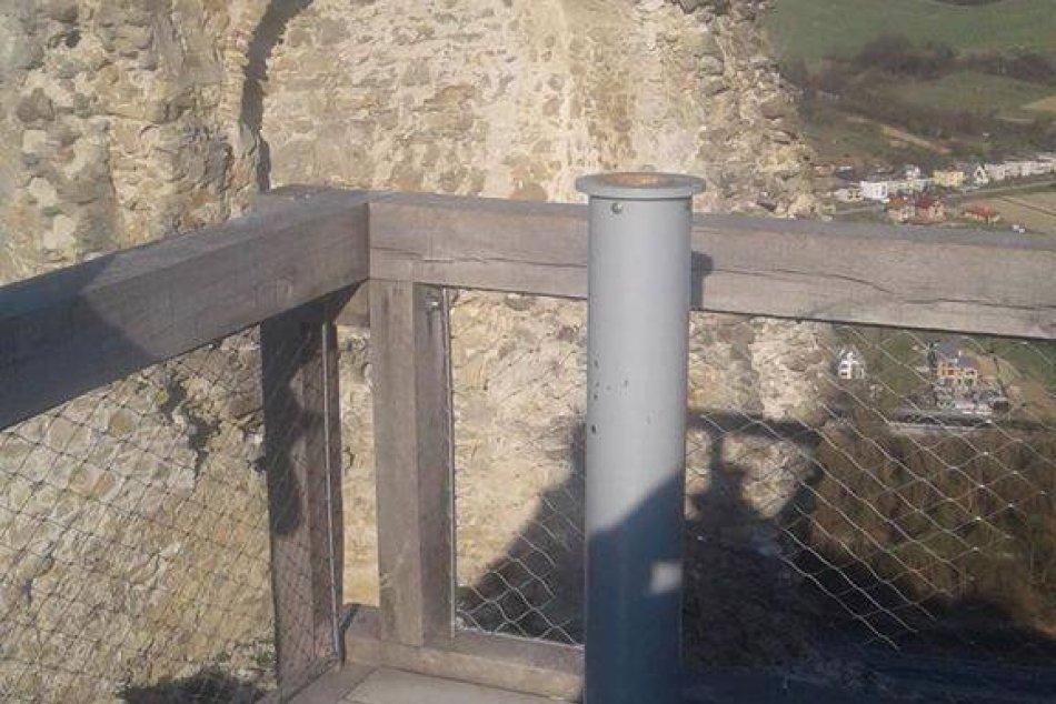 Z Považského hradu zmizol ďalekohľad, zrejme ho ukradli