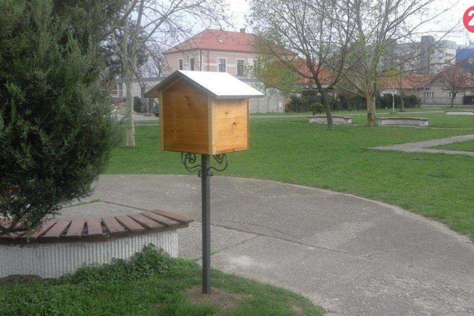 Pribinov park ukrýva poklady: Radosť knihomoľov v knižnej búdke, FOTO