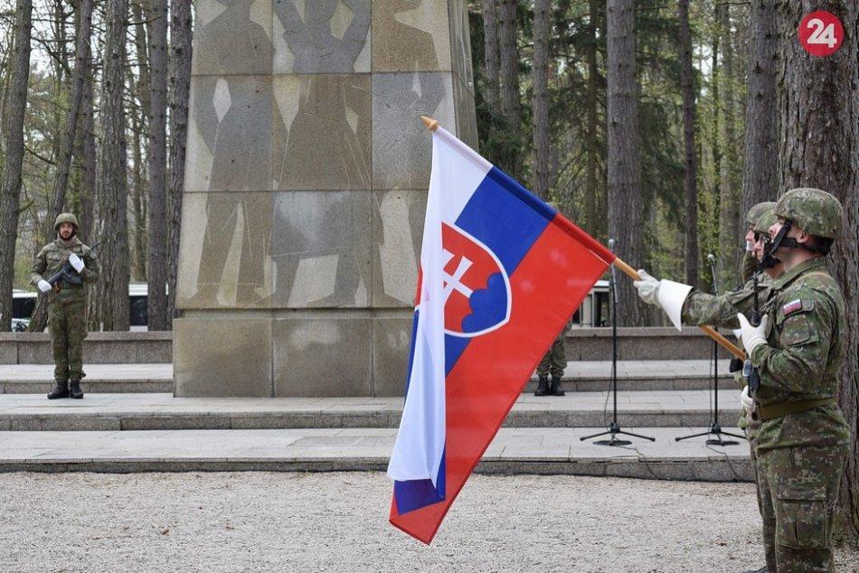 FOTO: 74. výročie oslobodenia Trenčína pri Pamätníku umučených na Brezine