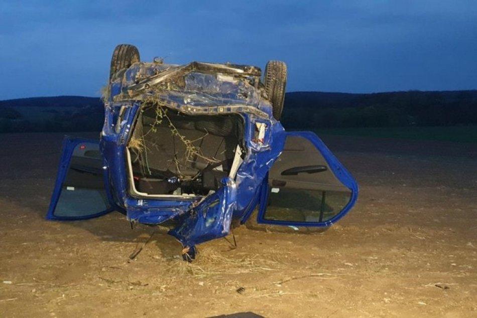 Obrazom: Obe vozidlá sa po náraze prevrátili na strechu