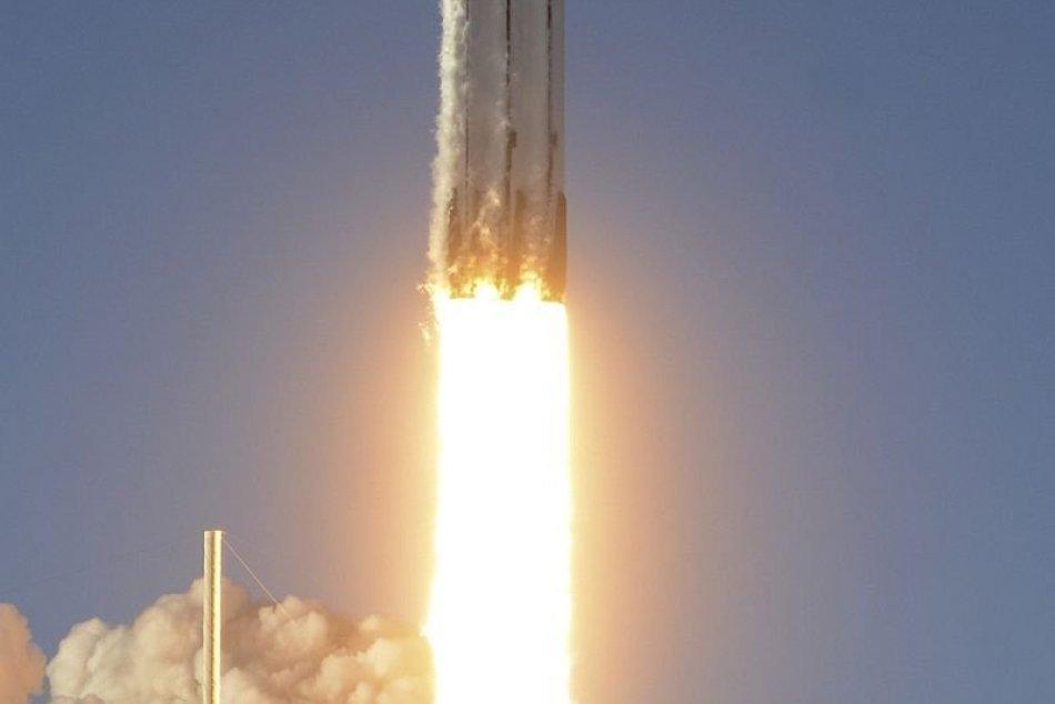 SpaceX odštartovala svoj druhý Falcon Heavy