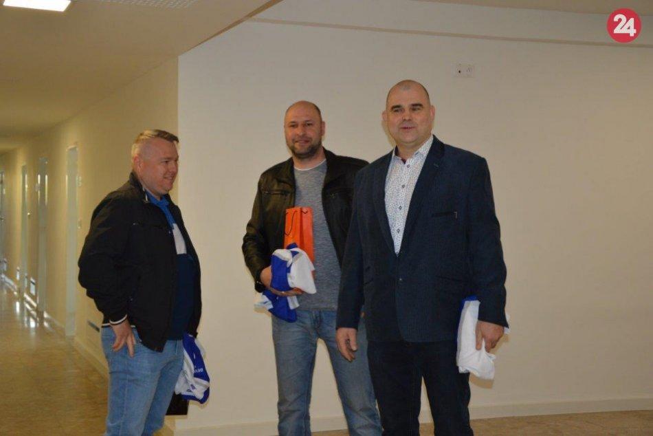 Los Amateros v šalianskej radnici: Primátora navštívili s hokejovým dresom, FOTO