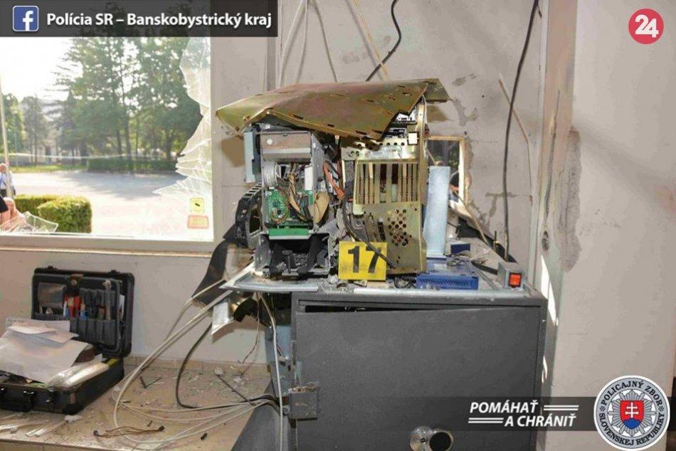 V OBRAZOCH: Polícia objasnila výbuch bankomatu v Pliešovciach