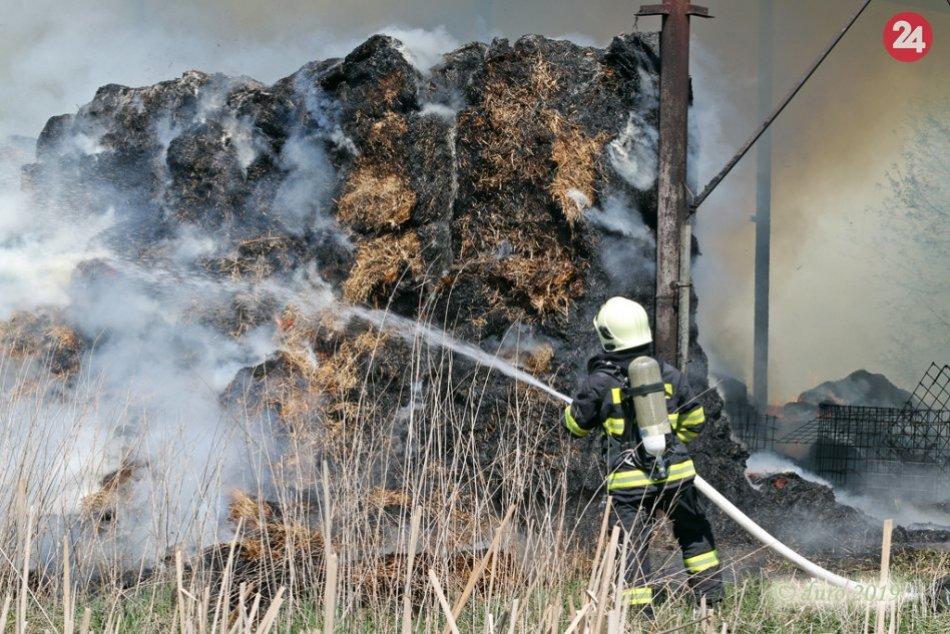 V OBRAZOCH: Požiar na poľnohospodárskom družstve v Očovej
