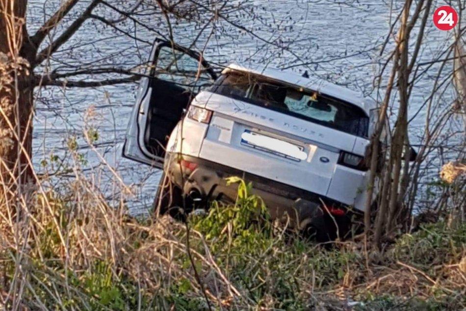 Auto nájdené v Hrone