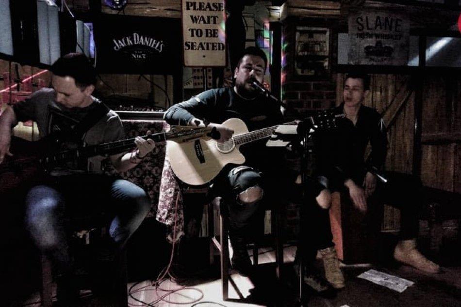 Obrazom: Robo Šimko s kapelou MassRiot v Londýne