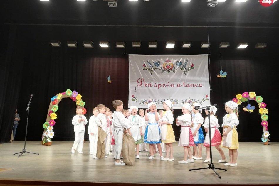 Objektívom: Ľudové tance a piesne v podaní detí zo spišskonovoveských MŠ