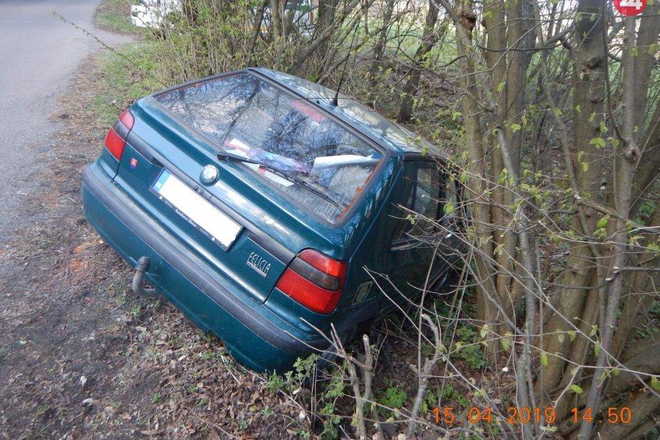 Zábery z miesta: Felícia narazila do stromu, vodička nafúkala