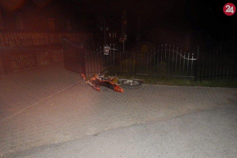FOTO: Motorkár v Bacúchu narazil do plota rodinného domu
