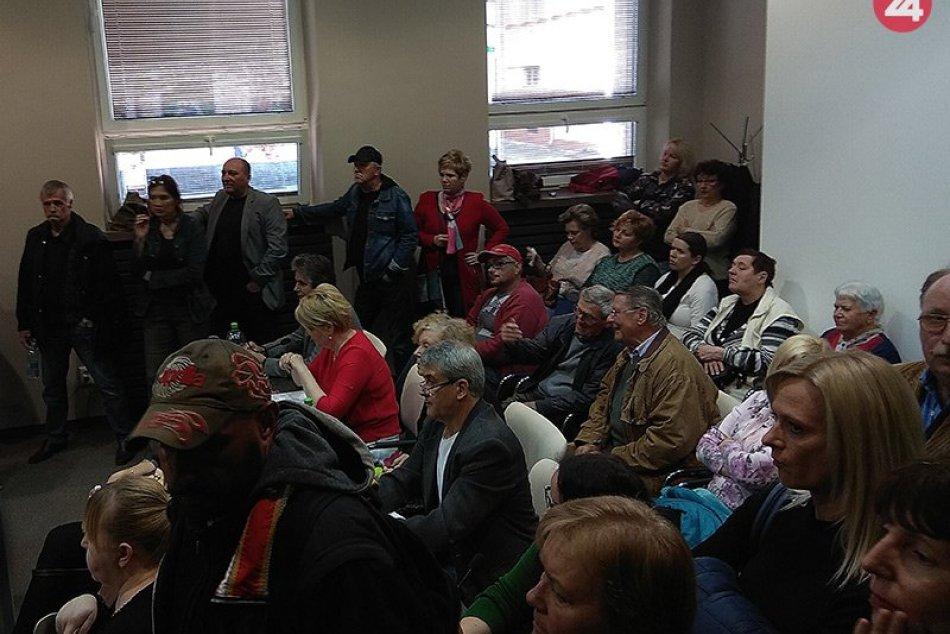 Desiatky obyvateľov sa zúčastnili mestského zastupiteľstva v Nových Zámkoch