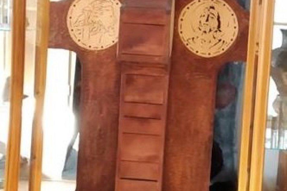 Unikátny pamätný stĺp: Zlatomoravecké múzeum získalo nový exponát