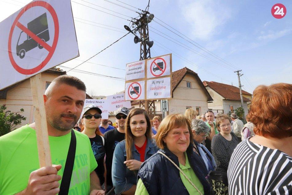 V OBRAZOCH: Protest obyvateľov Dobrej Nivy