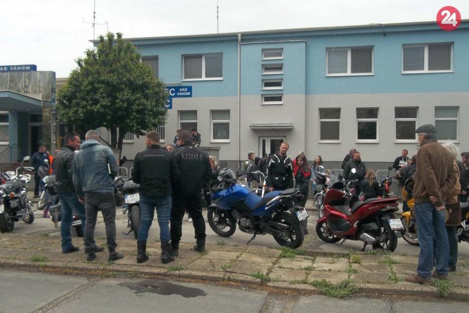 Do Trnovca nad Váhom prilákali motorkárov: Návštevníkov zaujali aj hasiči, FOTO
