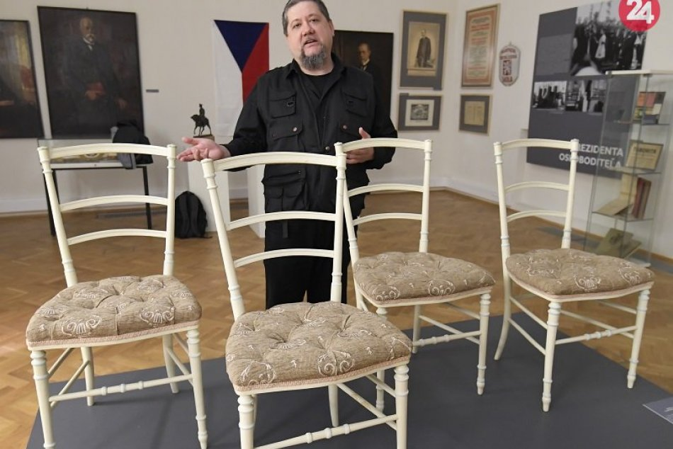Stoličky z parížskeho bytu generála Milana Rastislava Štefánika