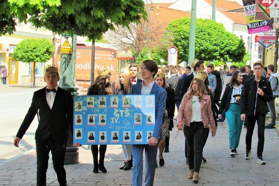 Pozrite si to na FOTKÁCH: Takto sa prešovskí maturanti lúčili so školou