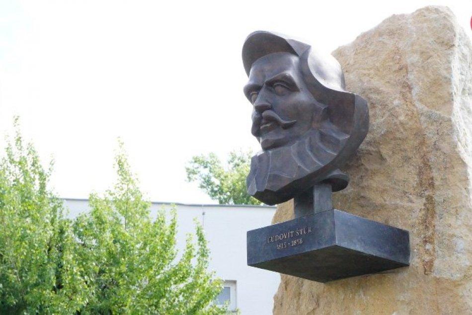 V Štúrove odhalili pamätník Ľudovíta Štúra, konal sa aj protest