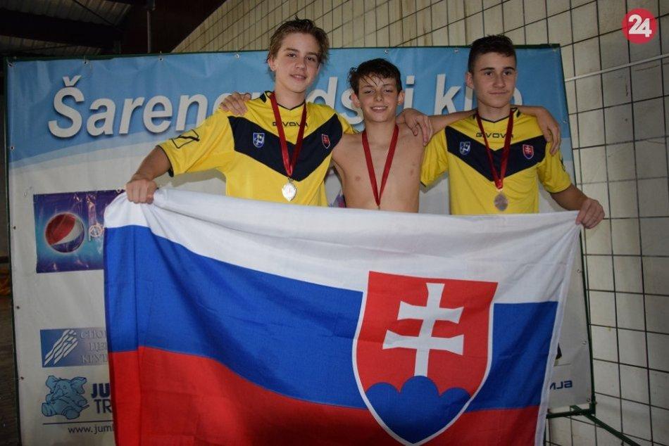 FOTO: Plavci PK Chemes Humenné si vyplávali v Srbsku 11 medailí