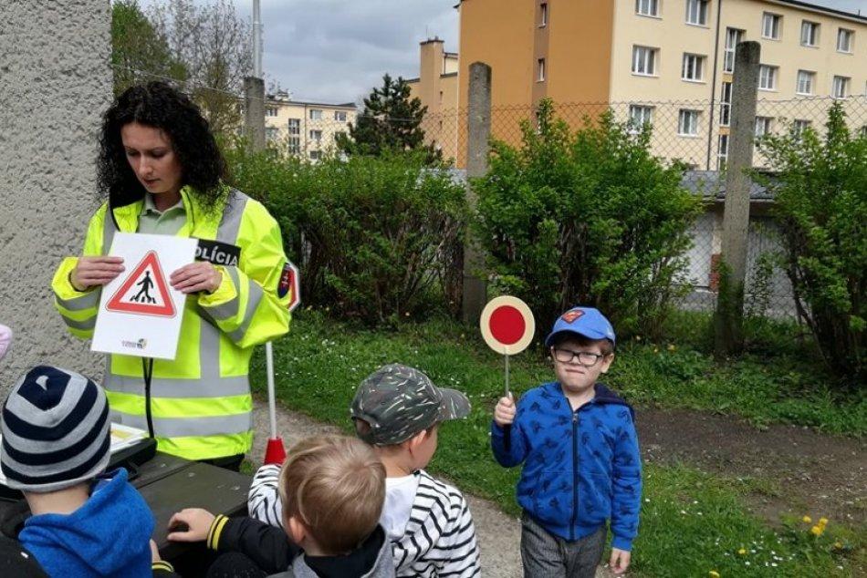 V OBRAZOCH: Deti v bystrickej škôlke navštívili policajti