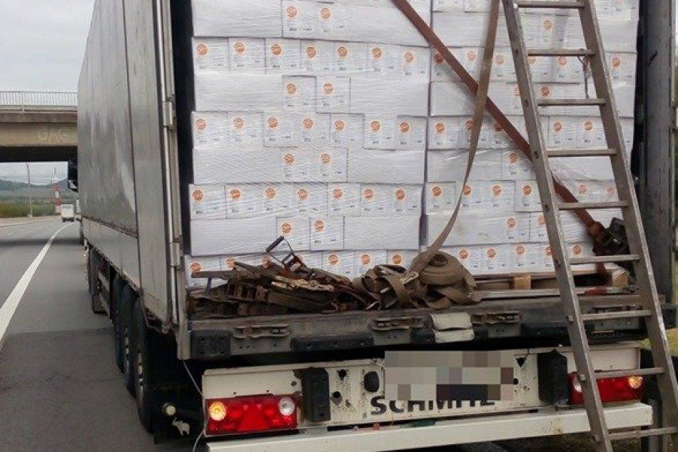 Migranti vyskočili z kamióna medzi PO a KE