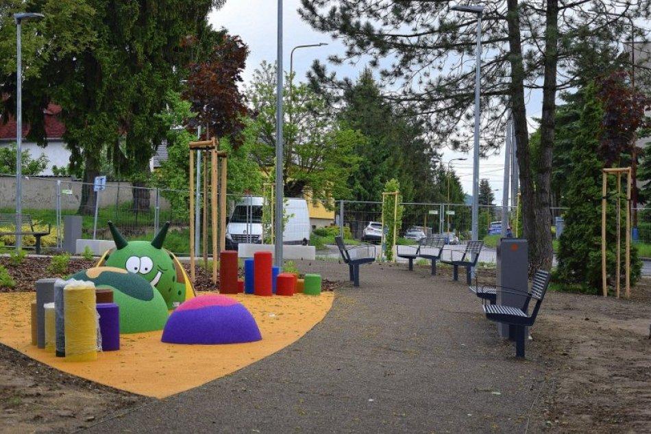 FOTO: Revitalizácia Parku na Ulici osloboditeľov v Humennom je vo finále