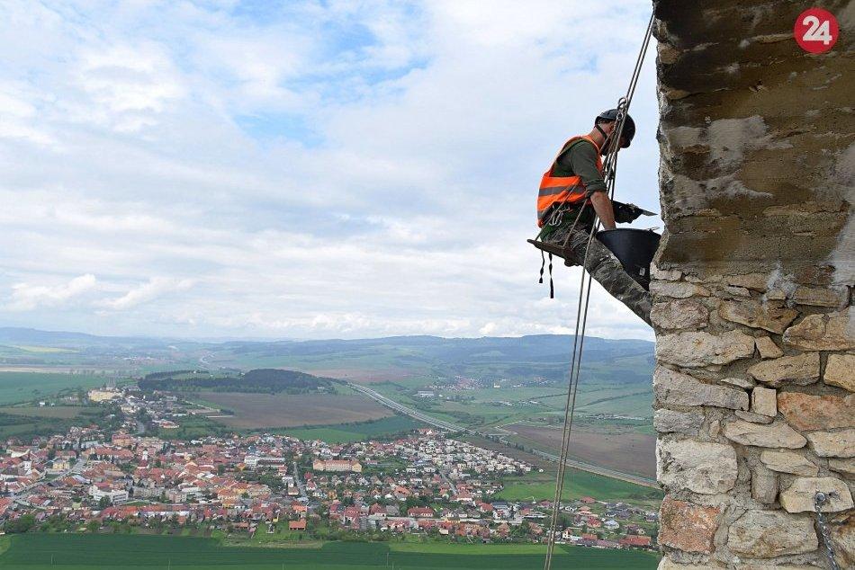 Hradné bralo na Spišskom hrade spevňujú horolezci