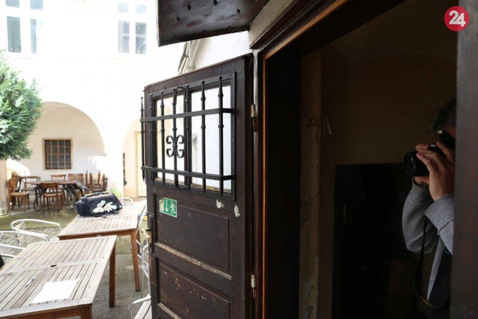 NAKA prehľadáva v Bratislave bar